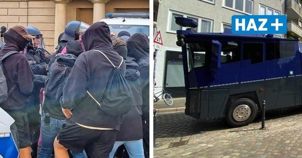 """Bei AfD-Demo gegen """"Impfzwang"""": Zusammenstöße zwischen Gegendemonstranten und Polizei"""