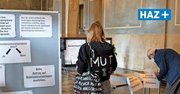 Briefwahl: Stadt hat Antragsstau behoben – lange Warteschlangen vor Briewahlstelle im Rathaus