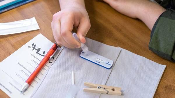 Gesundheitsminister einigen sich auf neue Quarantäne-Regeln an Schulen
