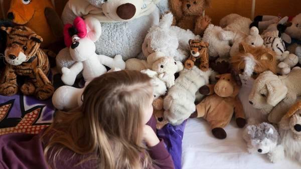 Ständiges Räuspern, Zwinkern oder Kratzen bei Kindern: Wann ist ein Tic ein Tic?
