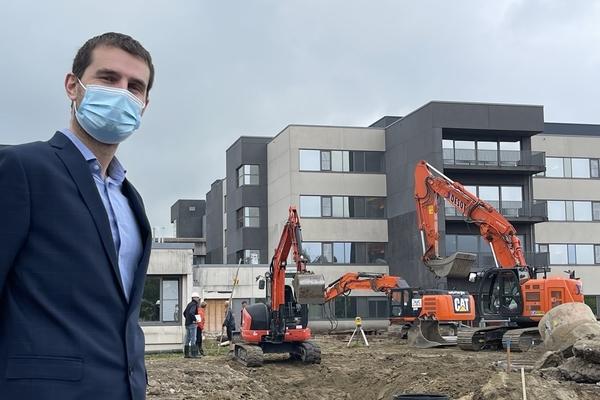 L'hôpital construit une nouvelle aile  -Ziekenhuis bouwt nieuwe vleugel