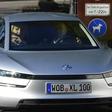 VW-Vertriebsvorstand Klaus Zellmer reist im Ein-Liter-Auto zur IAA