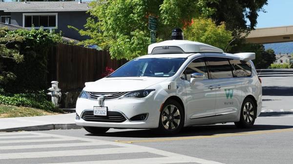 Bundesbehörde warnt: Hacker könnten Autos attackieren und fernsteuern