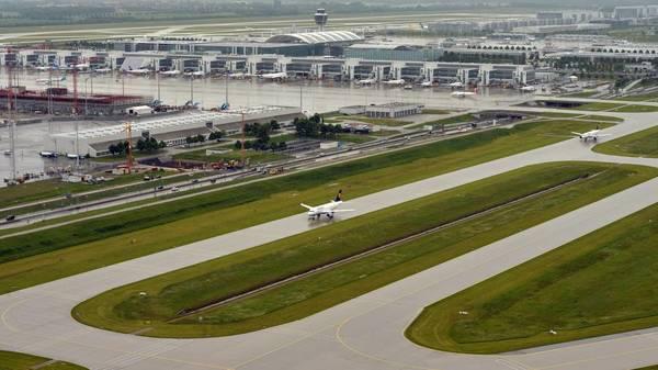 Frau wollte verpasstes Flugzeug mit Bombendrohung stoppen - Festnahme