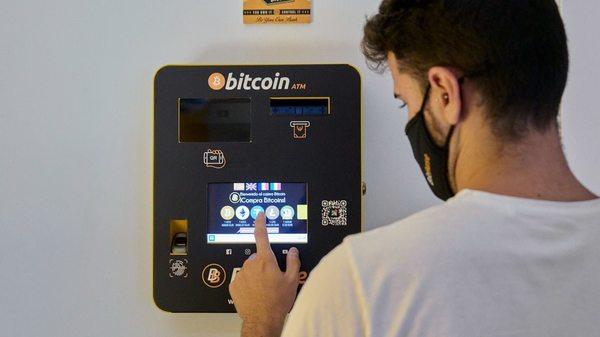 Kurs-Crash am Bitcoin Day: El Salvador erklärt Kryptowährung als Zahlungsmittel - dann stürzt der Kurs ab