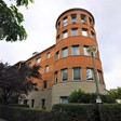 Runde Sofas und Regale – Zuhause im Turm vom Kirchsteigfeld
