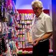 """""""Ich persönlich mag die glitzernden Dildos"""" – Bernd Rose führt durch Potsdams größten Sexshop"""