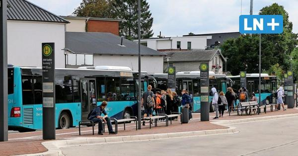 Busausfälle: Ostholsteins Landrat Sager wirft Autokraft Vertragsbruch vor