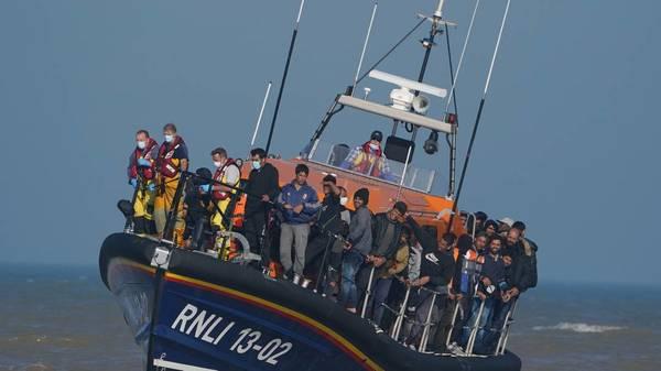 Berichte: Großbritannien will Boote mit Migranten zur Umkehr zwingen