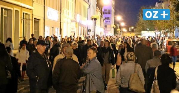 Menschenmassen auf dem Ribnitzer Marktplatz: So lief die Einkaufsnacht