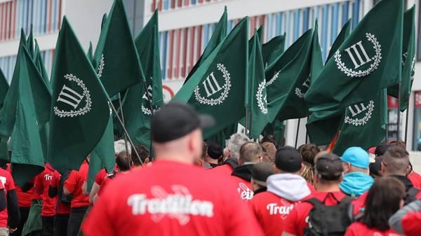 "Wahlplakate ""Hängt die Grünen!"" – Staatsanwaltschaft muss ermitteln"