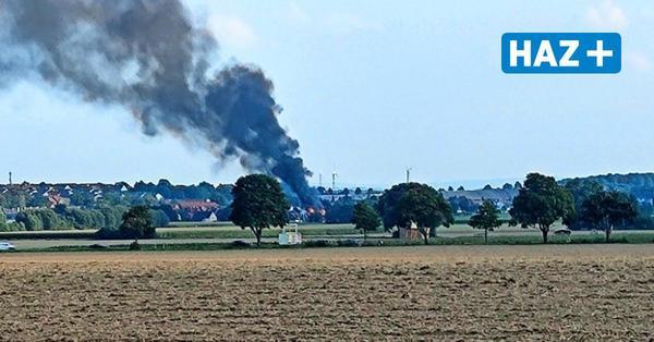 Dachstuhlbrand in Ronnenberg: Feuerwehr an Glück-Auf-Straße im Einsatz
