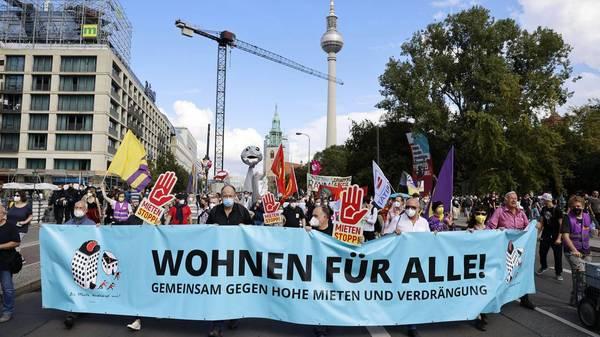 Tausende gehen in Berlin für bezahlbare Mieten auf die Straße