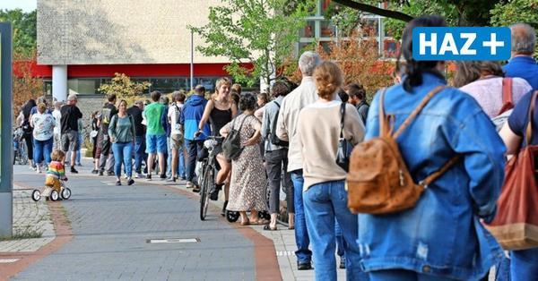 """""""Furchtbar organisiert"""": Wähler müssen vor Wahllokalen bis zu zweieinhalb Stunden lang warten"""