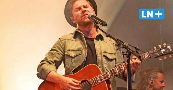 Stars am Strand: Johannes Oerding gibt Eröffnungs-Konzert am Lagerfeuer und überrascht Fans