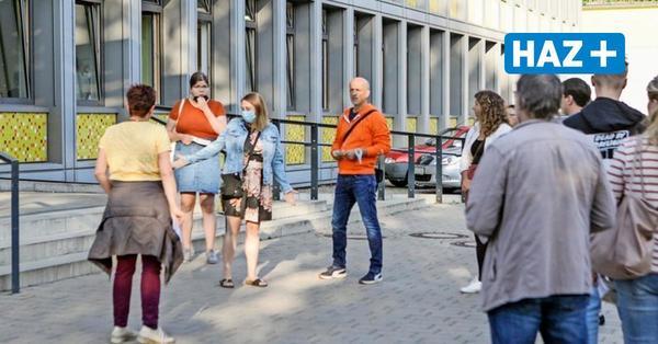 Wahlleiter Köller zerknirscht: So sollte die Wahl mit Wartezeiten in Hannover nicht laufen