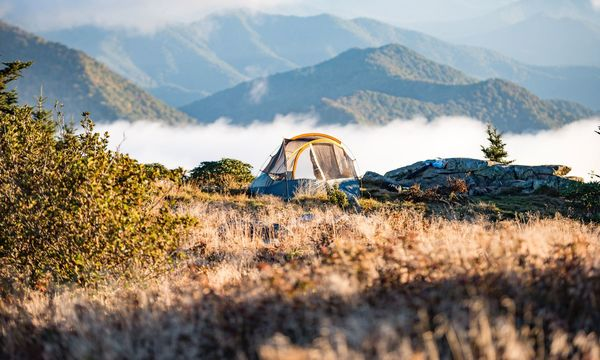 Camping im Herbst: So finden Reisende freie Plätze