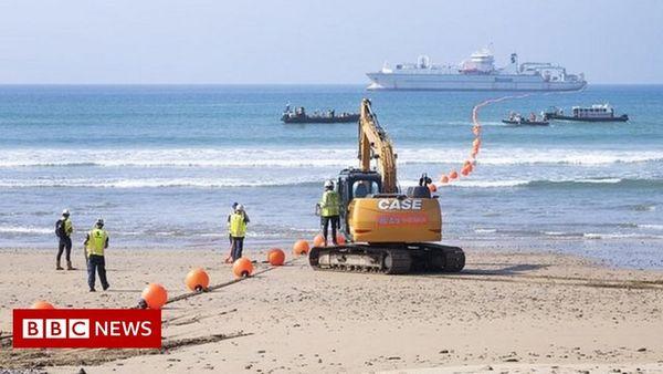 'Massive' transatlantic data cable landed on beach in Bude