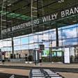 Land plant Abschiebe-Zentrum am BER: Heftige Kritik aus Opposition – und Regierung