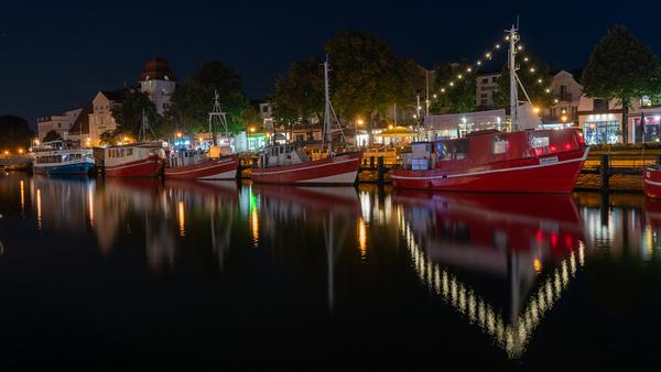 Warnemünder Strom bei Nacht (Foto: Peter Lehmann)