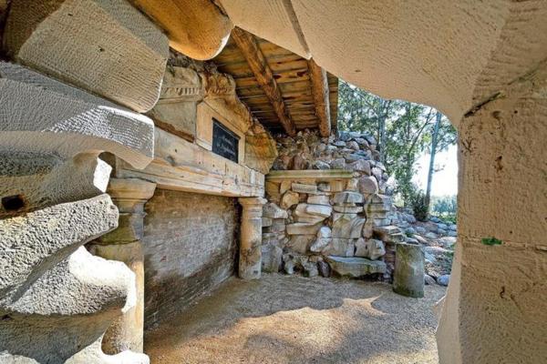 Die rekonstruierte Grotte bietet Interessantes aus vielen Blickwinkeln. (Foto: Nadine Bieneck)