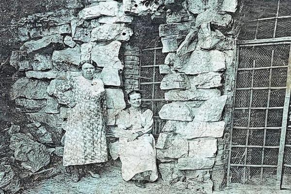 Überlieferte Fotografien bezeugen den Originalzustand der Grotte. (Repro: SPSG)