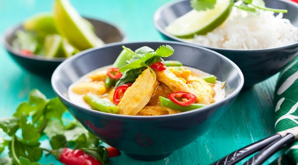 Grünes Curry mit Huhn. Rezept auf onoffspices.com/de