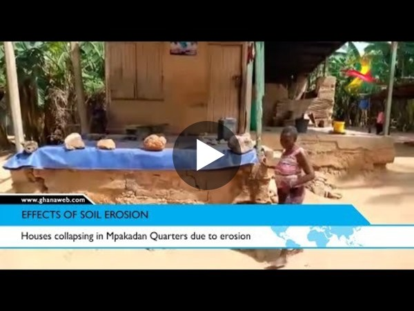 Houses collapsing in Mpakadan Quarters due to erosion