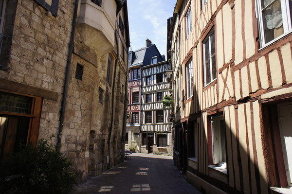 """Ignore the late medieval grand architecture of Rouen; Ibn Ezra probably wandered around streets that looked more like this. Source: """"Tudela, (Navarra) España."""" by Txemari - Argazki. CC PDM 1.0"""