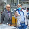 Besuch in der Heimat: Ex-VW-Chef Carl H. Hahn besucht das Werk in Zwickau