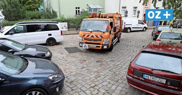 Greifswald: Mitarbeiter zwischen Müllwagen und Hauswand eingeklemmt