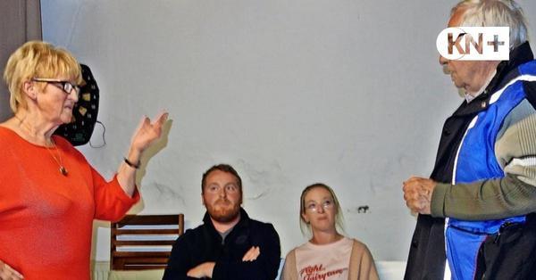 """Füerwehr Speeldeel aus Fahrenkrug probt neues Stück """"Sluderkraam in Pollmanns Gaarn"""""""