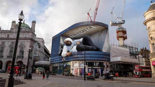 Balenciago x Fortnite 3D billboard in London via TekDeeps
