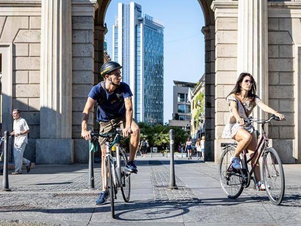 Milano, è «bici boom»: incremento dei ciclisti in città del 110 per cento