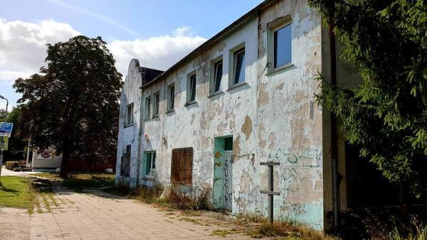 Versteigert: die alte Gaststätte in Butzow. (Foto: Bürstenbinder)