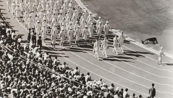 Einmarsch der gemeinsamen deutschen Mannschaft - mit den olympischen Ringen in der Flagge. (Foto: MAZ-Archiv)
