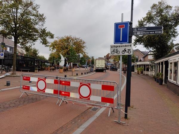 Het horecaplein is sinds een week niet toegankelijk voor doorgaand autoverkeer. © nieuwsuitcastricum.nl
