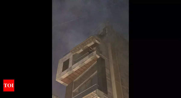 Mumbai: Fire breaks out in Khar building, one dead   Mumbai News - Times of India