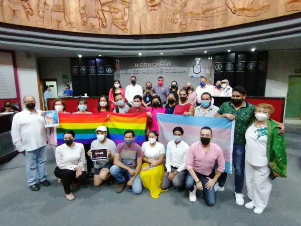Diputadas, Diputados y Activistas LGBT+ de colima / Foto: Congreso del Estado de Colima