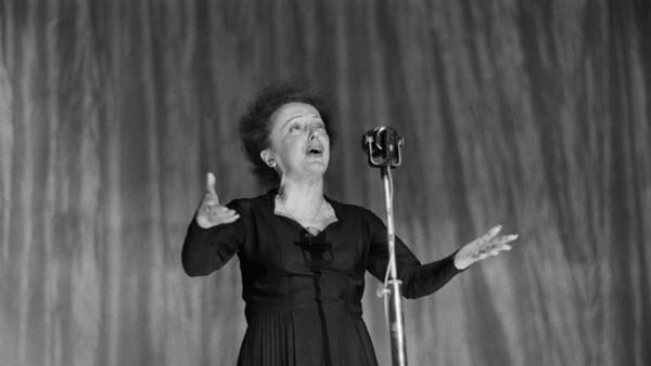 Een optreden van chansonnière Édith Piaf in 'Encore' | © AFP, fotograaf: Stf