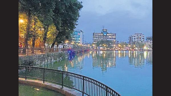 Malavika's Mumbaistan: Mirroring The City   Mumbai news - Hindustan Times
