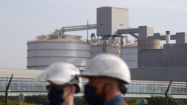 Bataille à Dunkerque autour de la plus grande fonderie d'aluminium d'Europe - Strijd in Duinkerke om Europa's grootste aluminiumsmelterij
