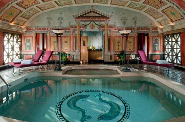La piscina de la suite presidencial del Principe di Savoia. Soñar es gratis.