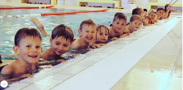 """Sicherheit im Wasser: So trainieren Kinder in Kühlungsborn fürs Schwimmabzeichen """"Seepferdchen"""""""