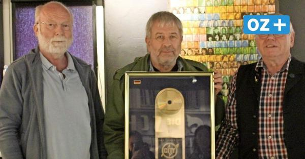 Neues Exponat im Ostrockmuseum Kröpelin: Goldene Schallplatte einer bekannten Band