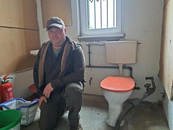 Eine Toilette ohne Anschluss. (Foto: Großmann)