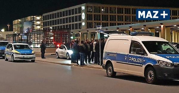 Schönefeld: Taxifahrer protestieren gegen illegale Fahrer am Flughafen