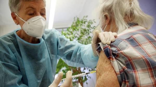 Stiko empfiehlt Corona-Auffrischungsimpfung für über 70-Jährige