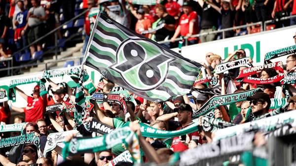 96 darf das Stadion voll machen: Rekordbesuch gegen Schalke, 49.000 Fans erlaubt