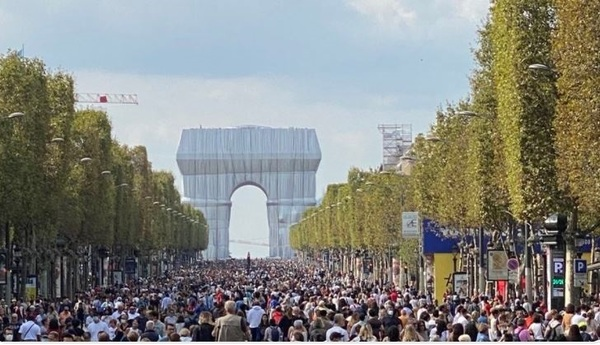 Pedestrians take to the streets of Paris to celebrate the city's seventh annual 'day without cars'